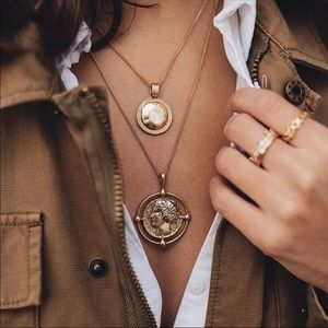 NEW LARGE GOLD COIN PENDANT NECKLACE